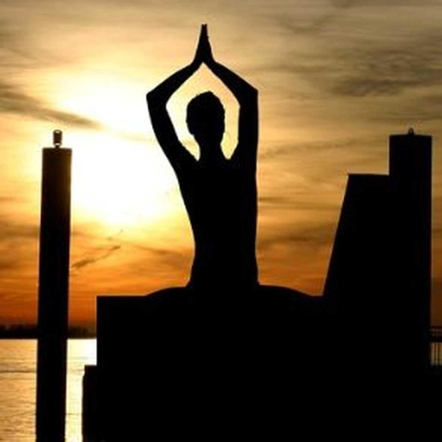 meditation-338446_640.jpeg.1920x0.jpeg