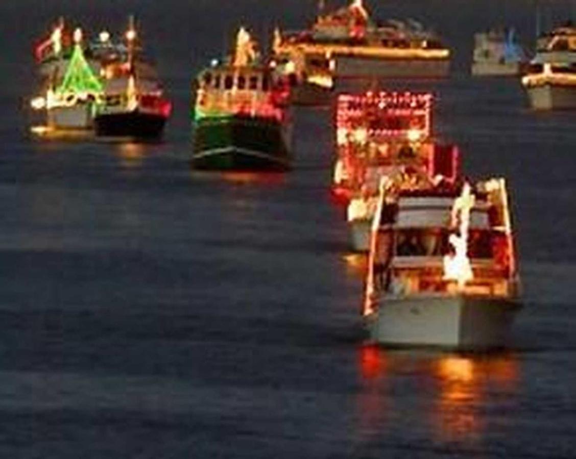 xmas-boat-parade-2.jpg.1920x0.jpg