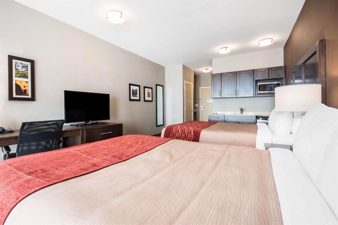 Queen Room with Two Queen Beds - Wet Bar - Non- Smoking.jpg
