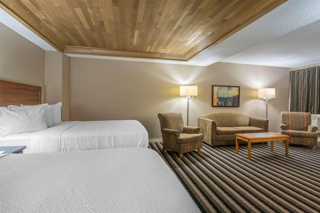 2 Queen Beds Suite, No Smoking.jpg