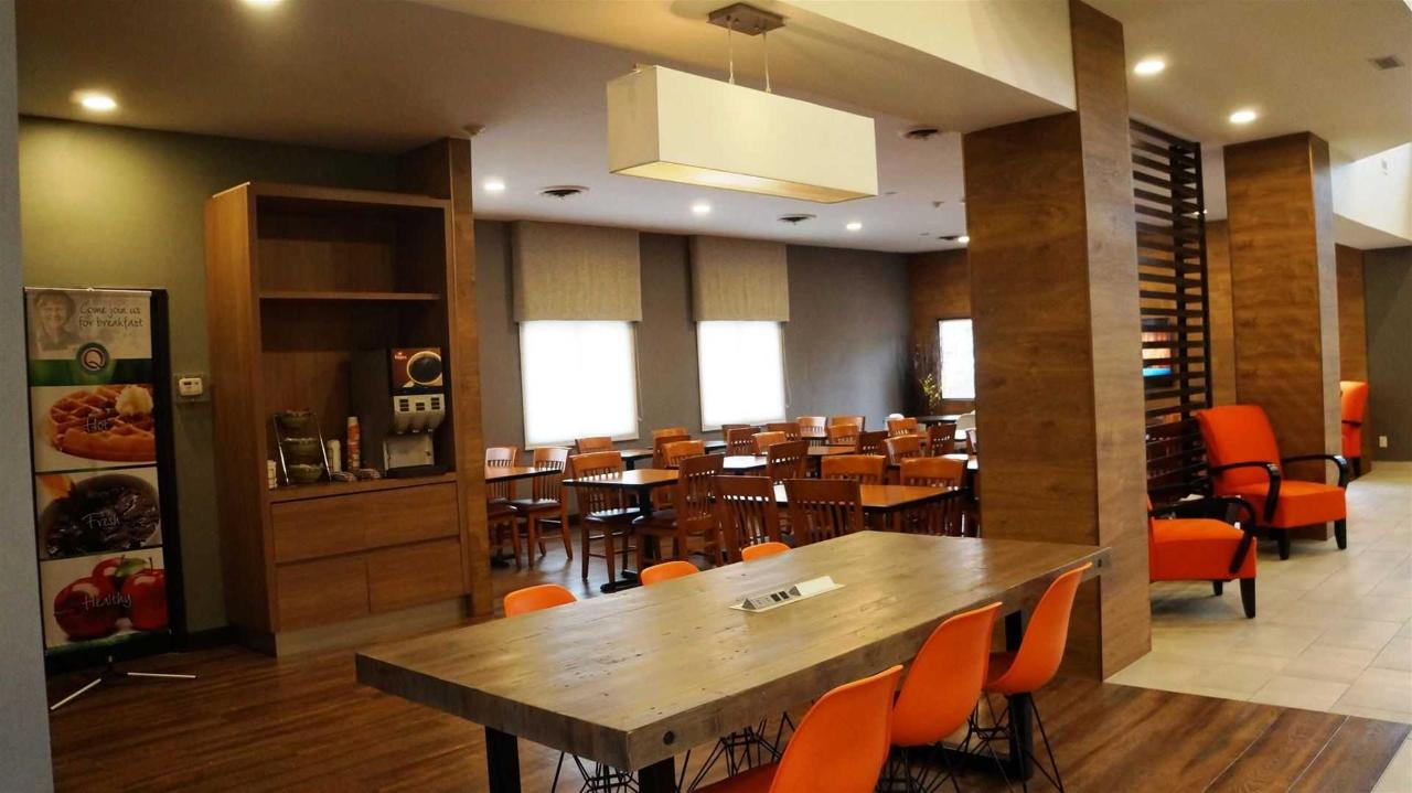quality-inn-airport-west-breakfast-area-1.JPG