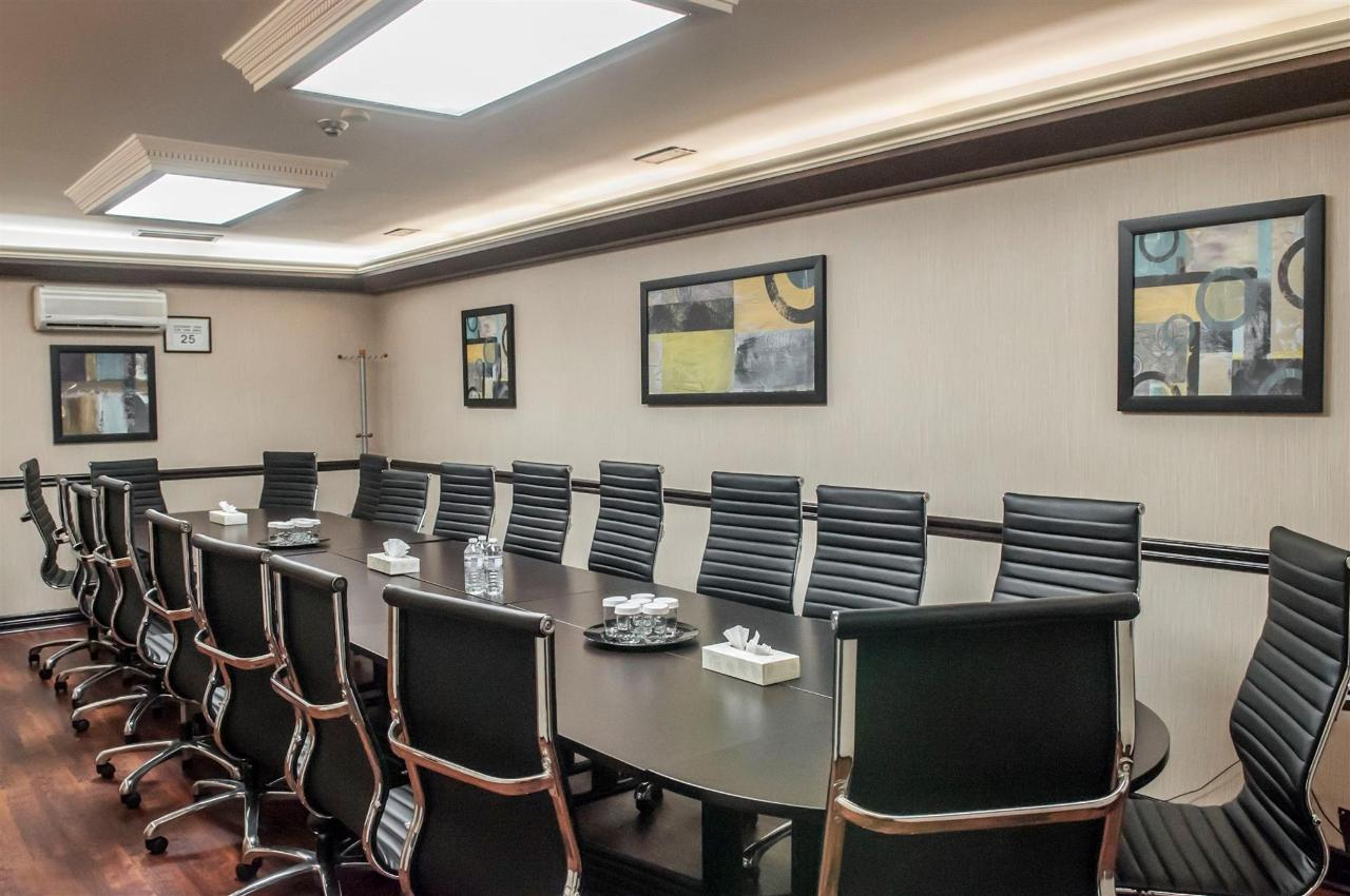 quality-inn-airport-west-boardroom.jpg