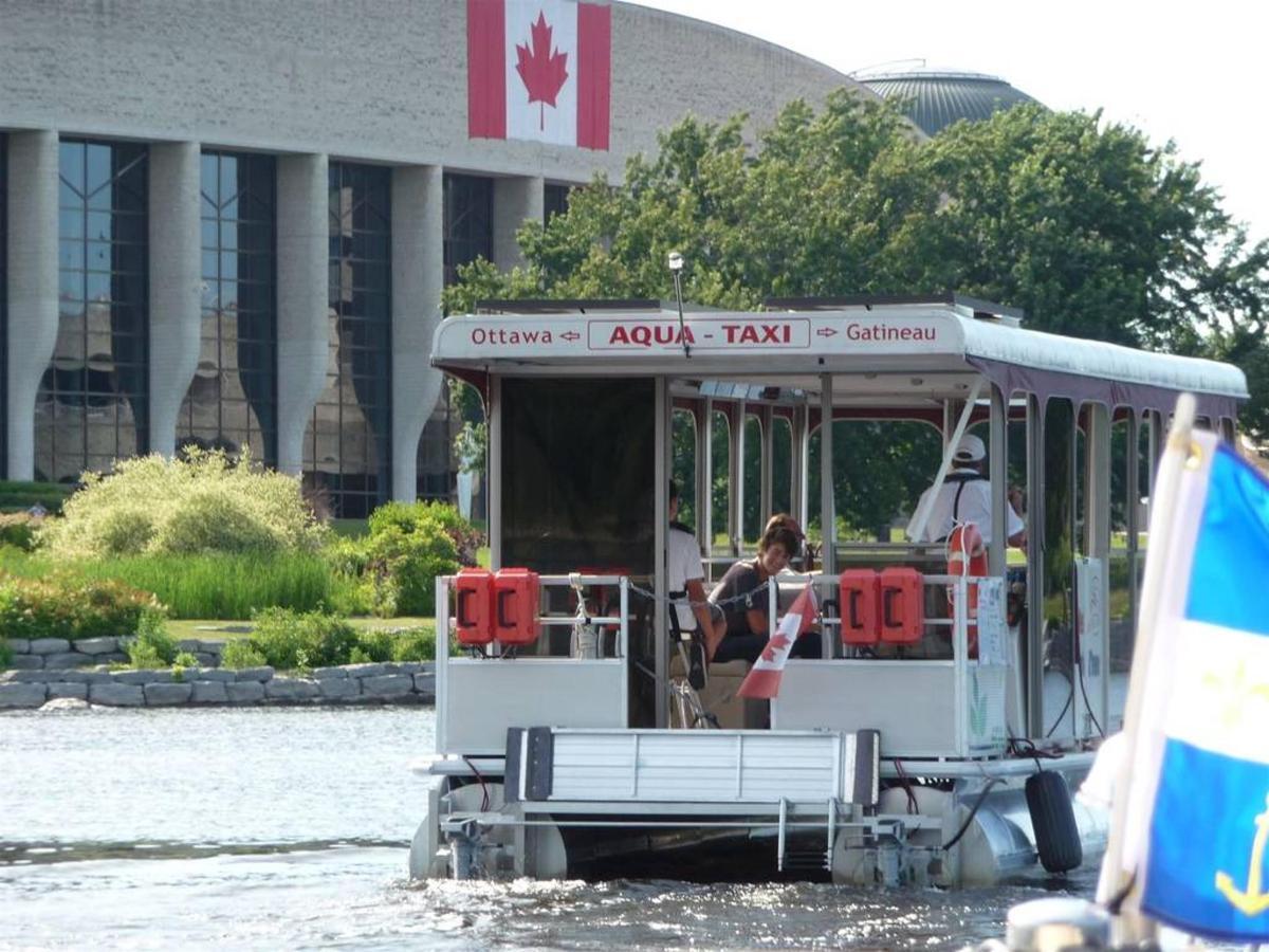 aqua-taxis-au-feel-de-l-eau.jpg.1024x0.jpg