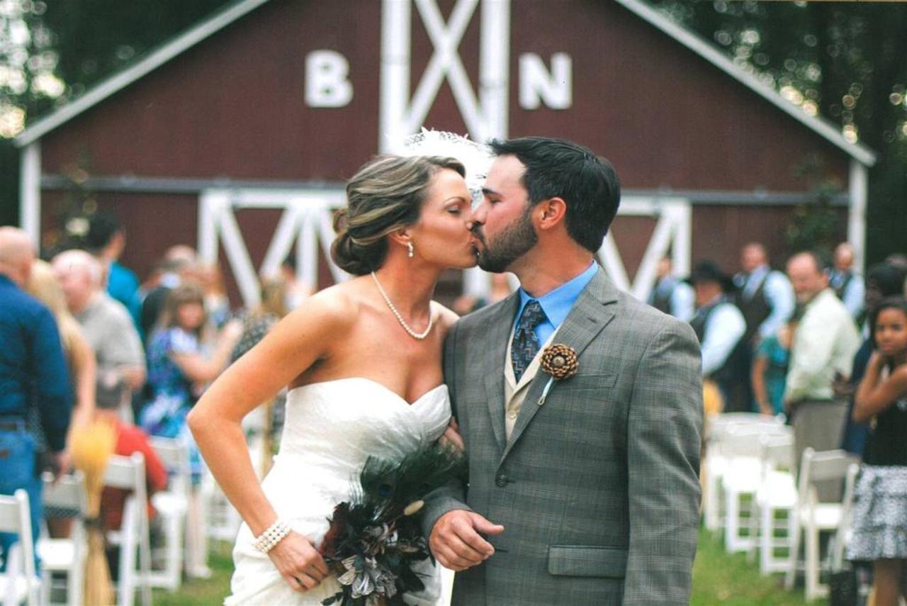 wedding-couple-barn.jpg.1024x0.jpg