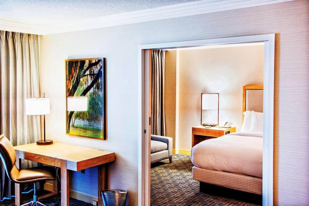 king-suite-bedroom.jpg.1024x0.jpg