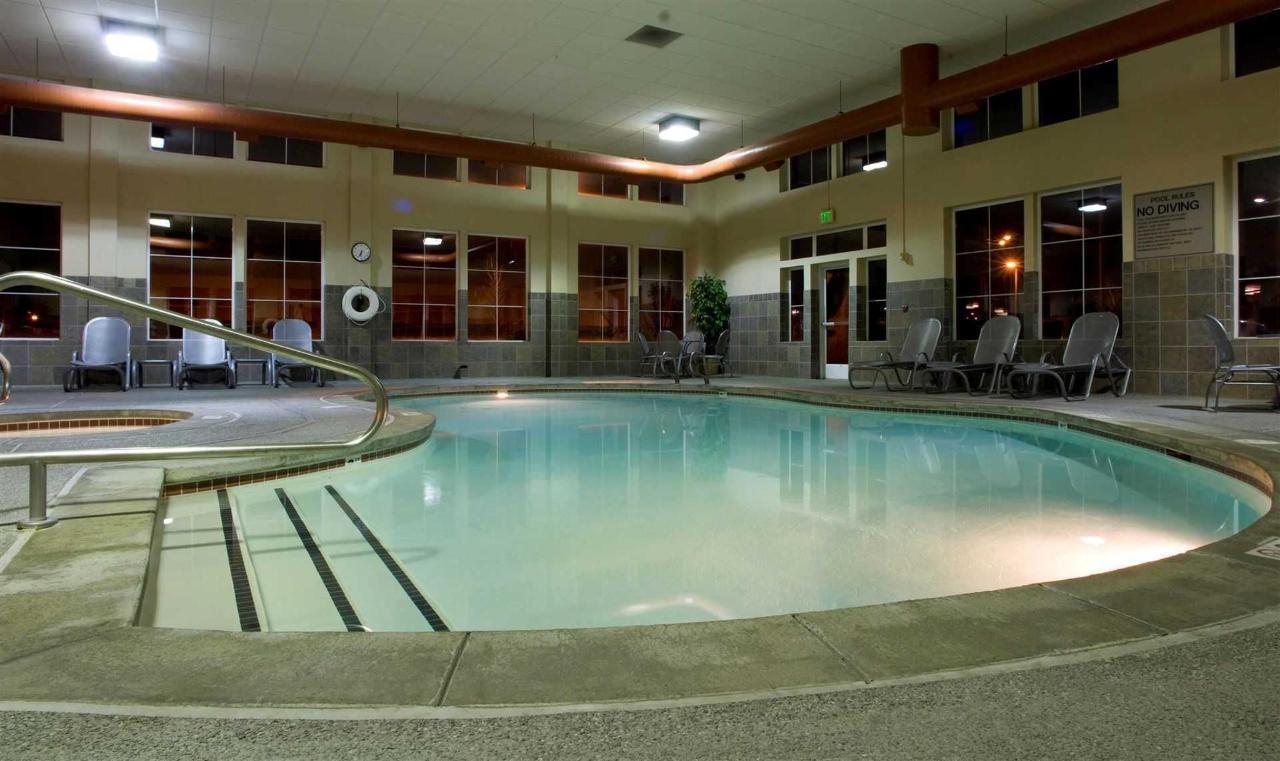 indoor-pool-30581.JPG.1920x0.JPG