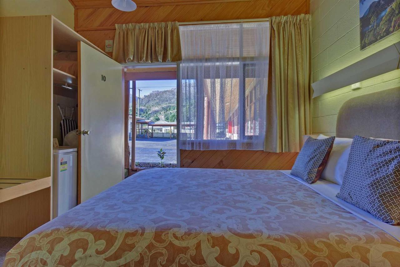 fam5-room.jpg.1920x0.jpg