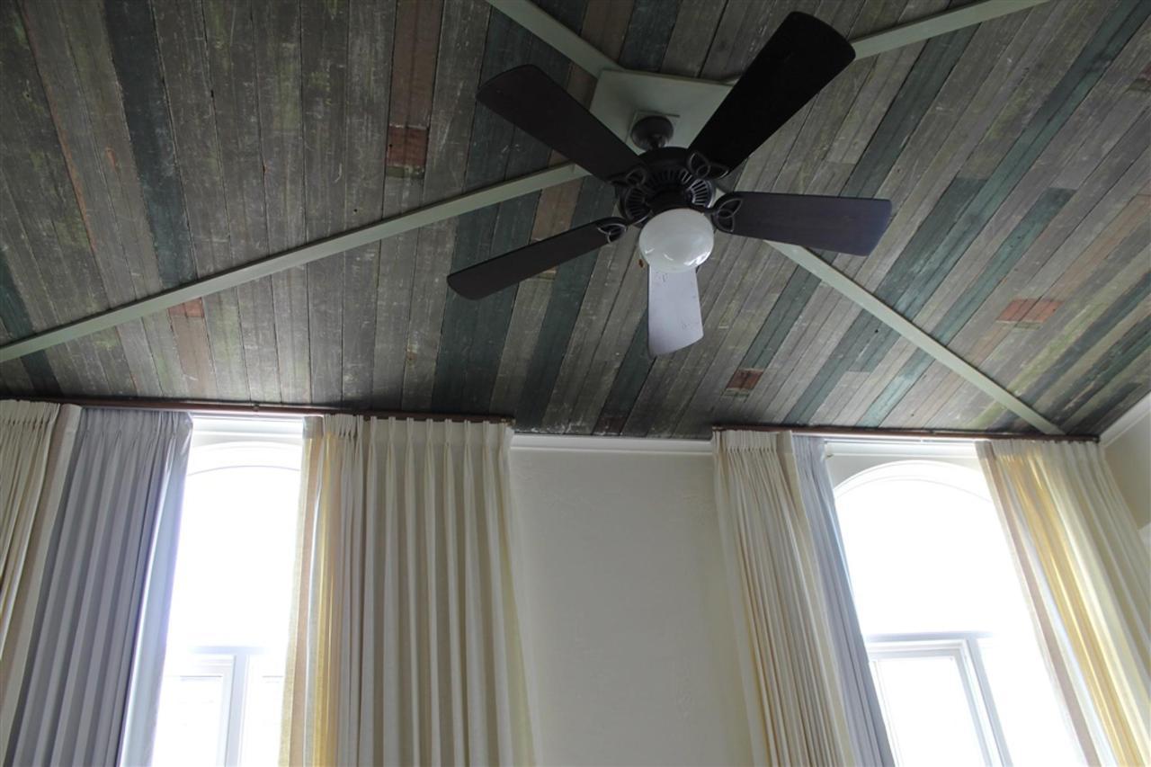 grand-penthouse-ceiling.JPG.1024x0.JPG