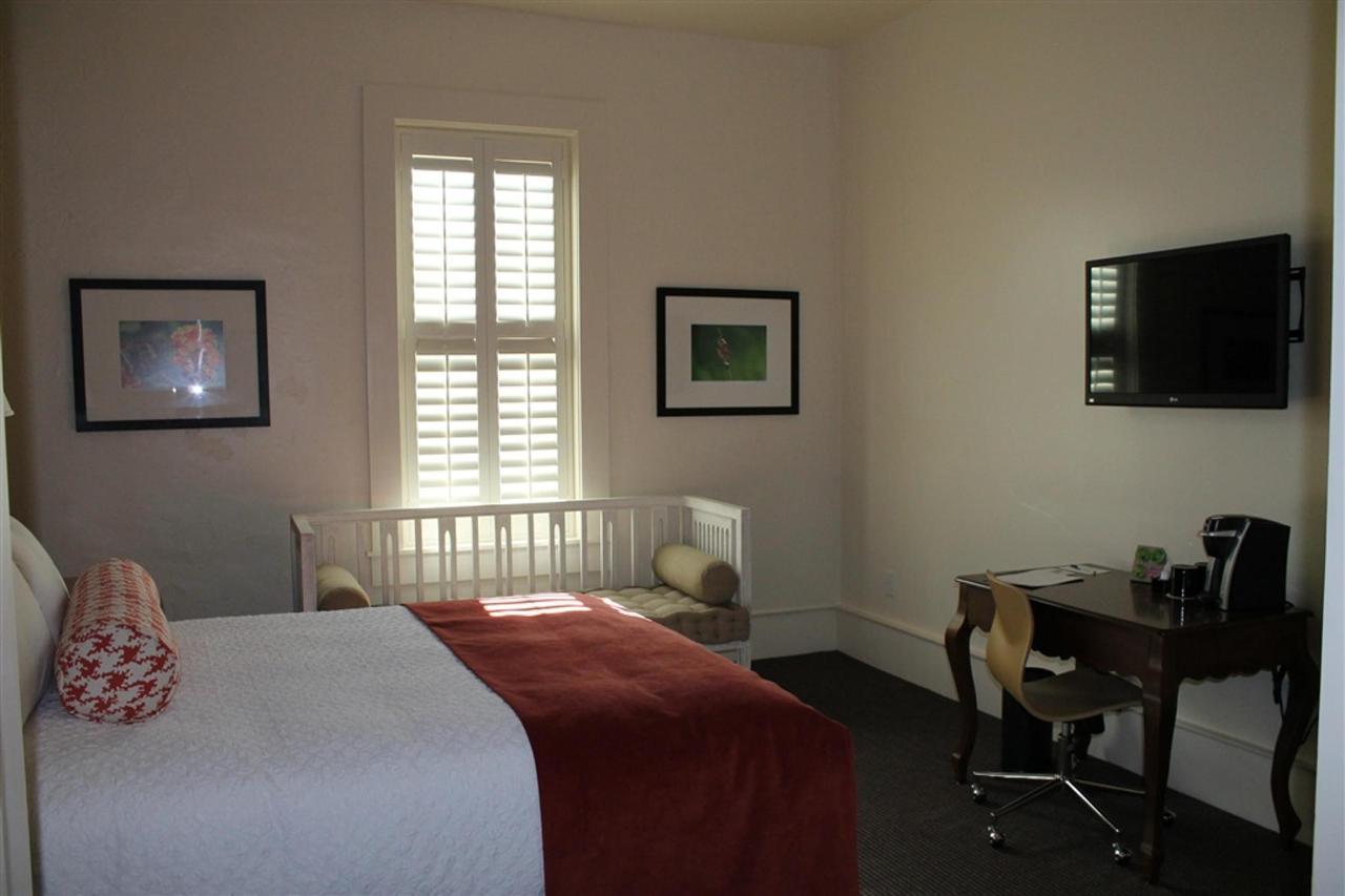 queen-guest-room-2.JPG.1024x0.JPG
