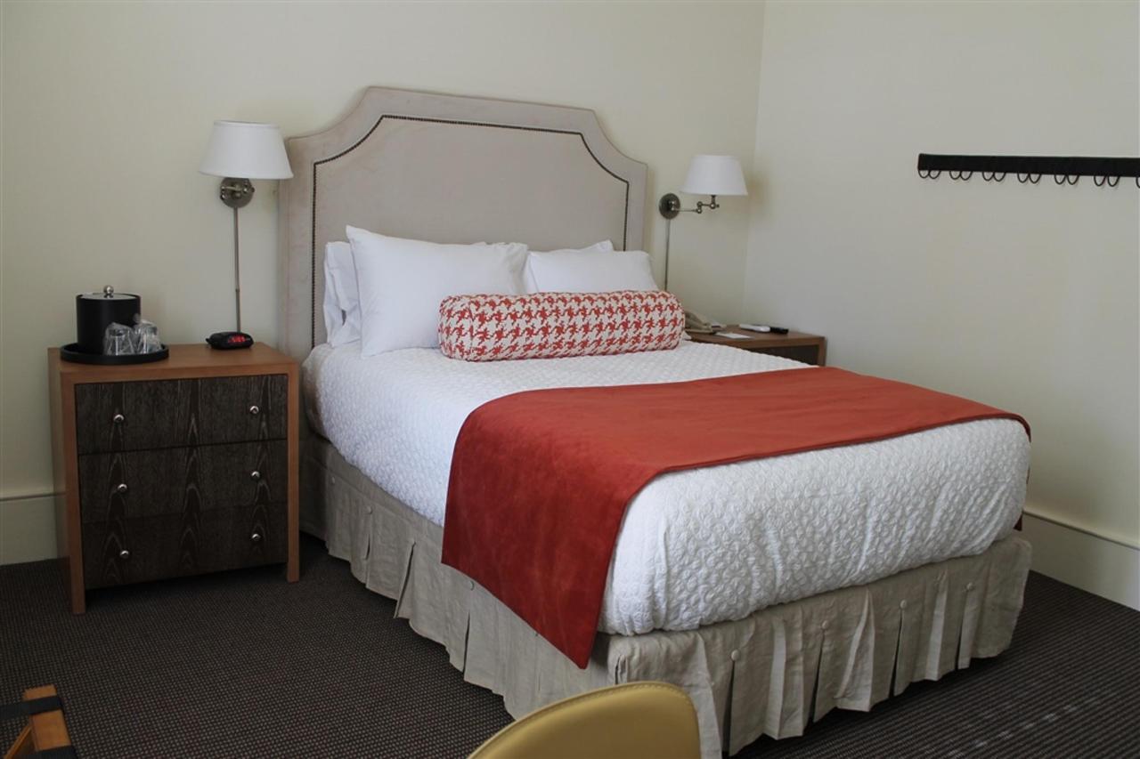 queen-guest-room-4.JPG.1024x0.JPG