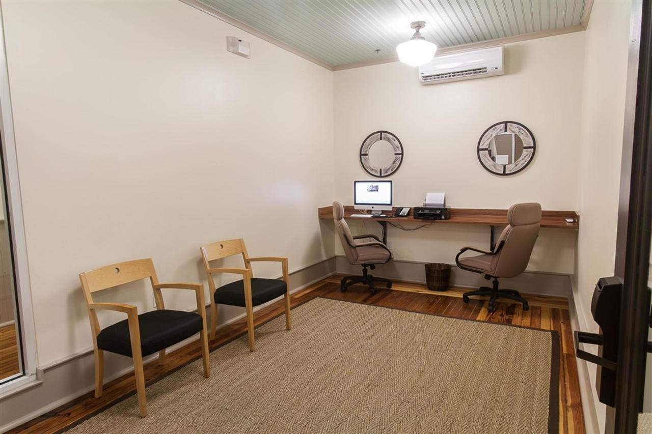 business-lounge-2-1.jpg.1024x0.jpg