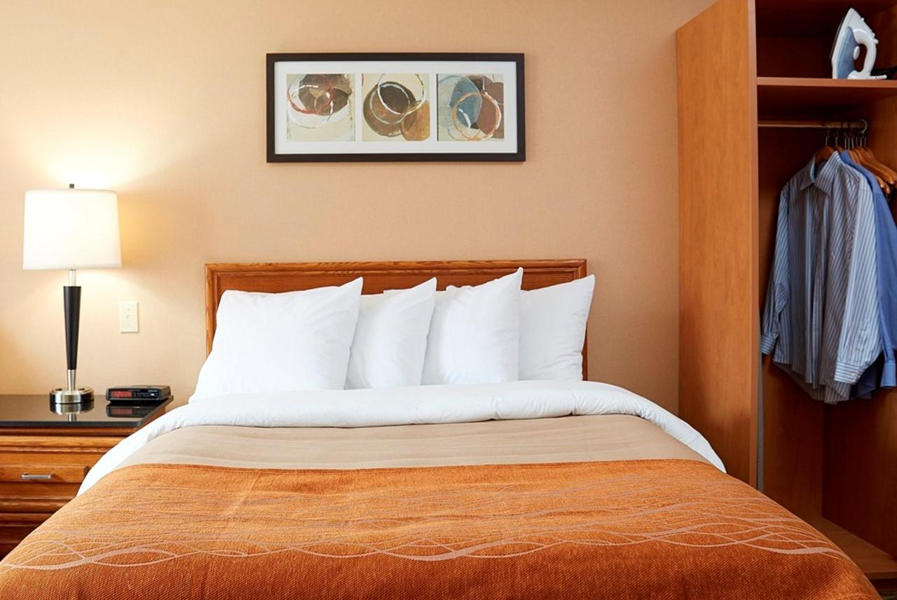 king-pillowtop-guestroom.jpg.1024x0.jpg