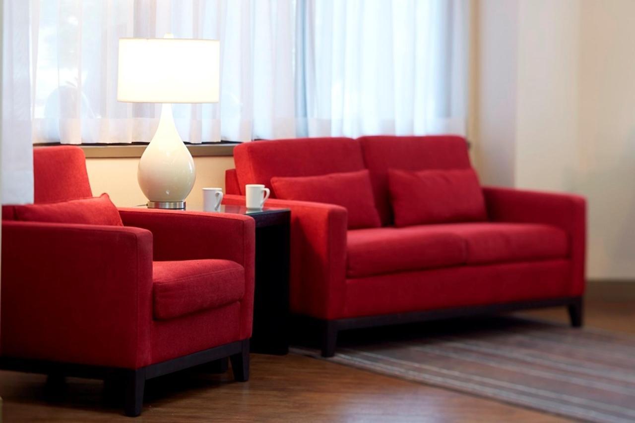 stylish-lobby-with-sitting-area.jpg.1024x0.jpg