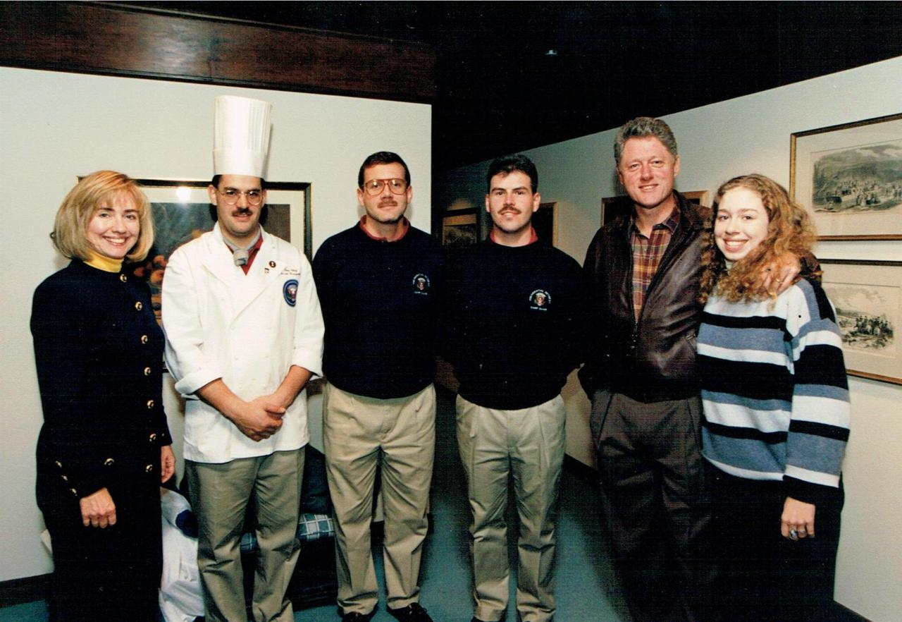 the-first-family-of-the-united-states-with-the-camp-david-resort-executive-chef08122013-00011.jpg