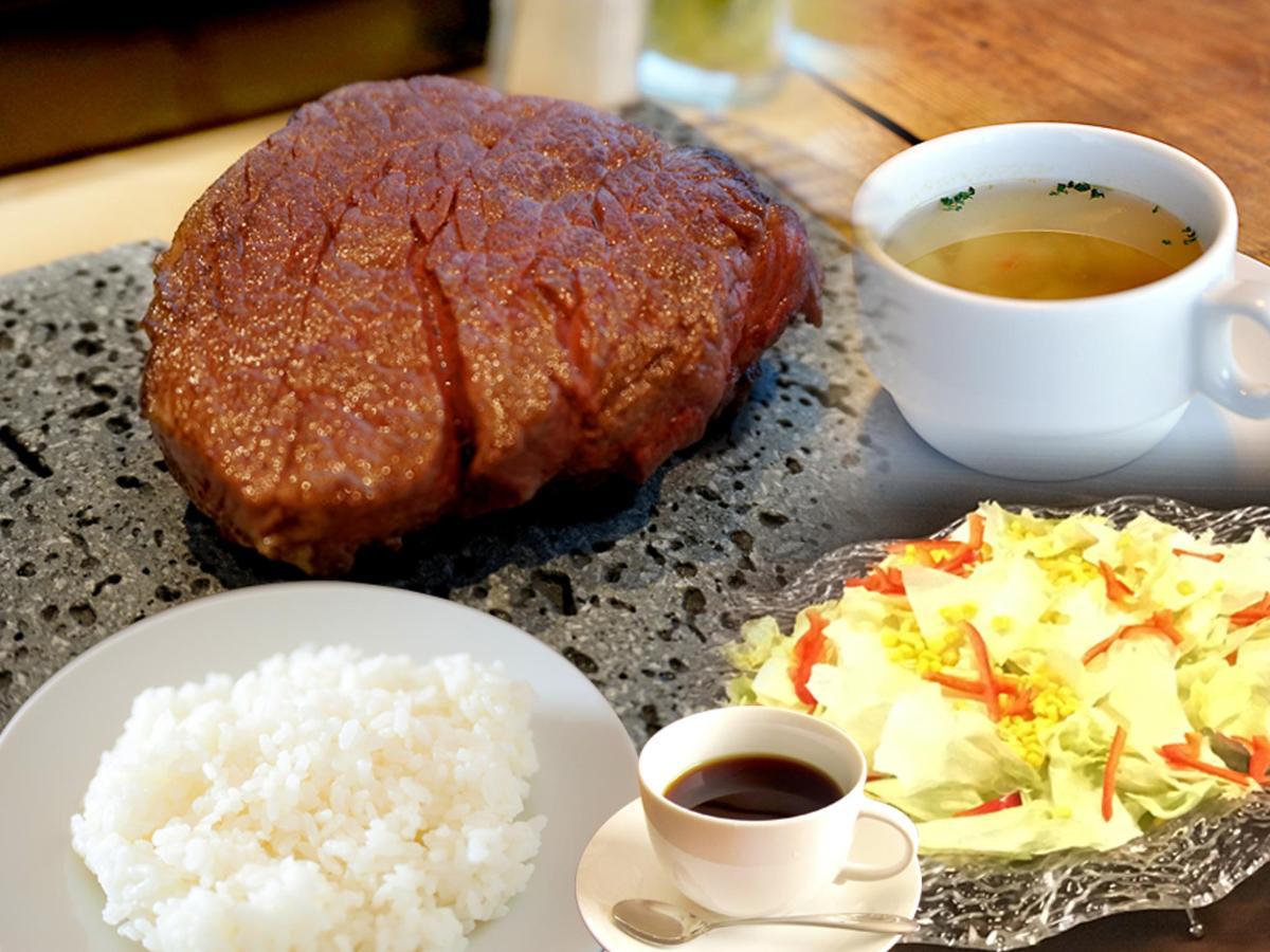 아침 식사 및 식사 공간