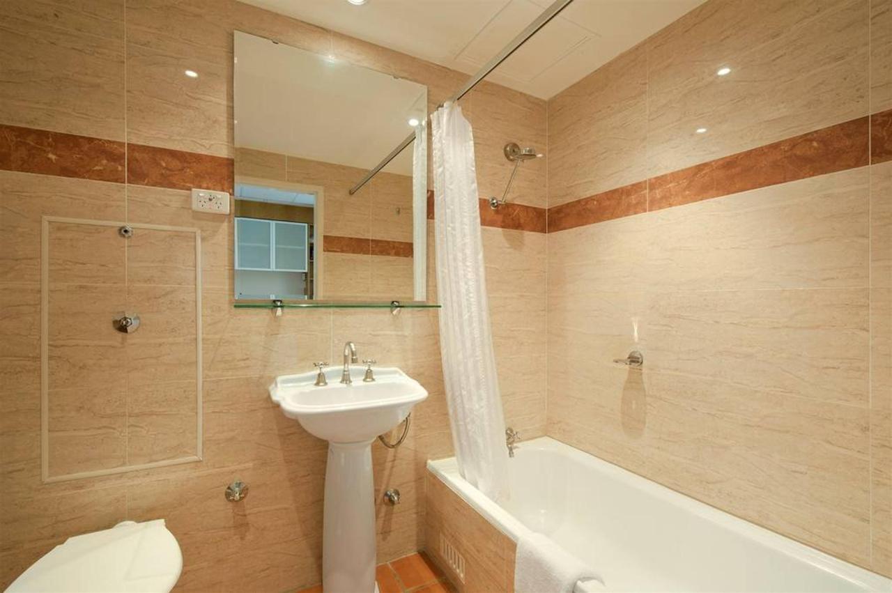 bathroom.JPG.1024x0 (5).JPG