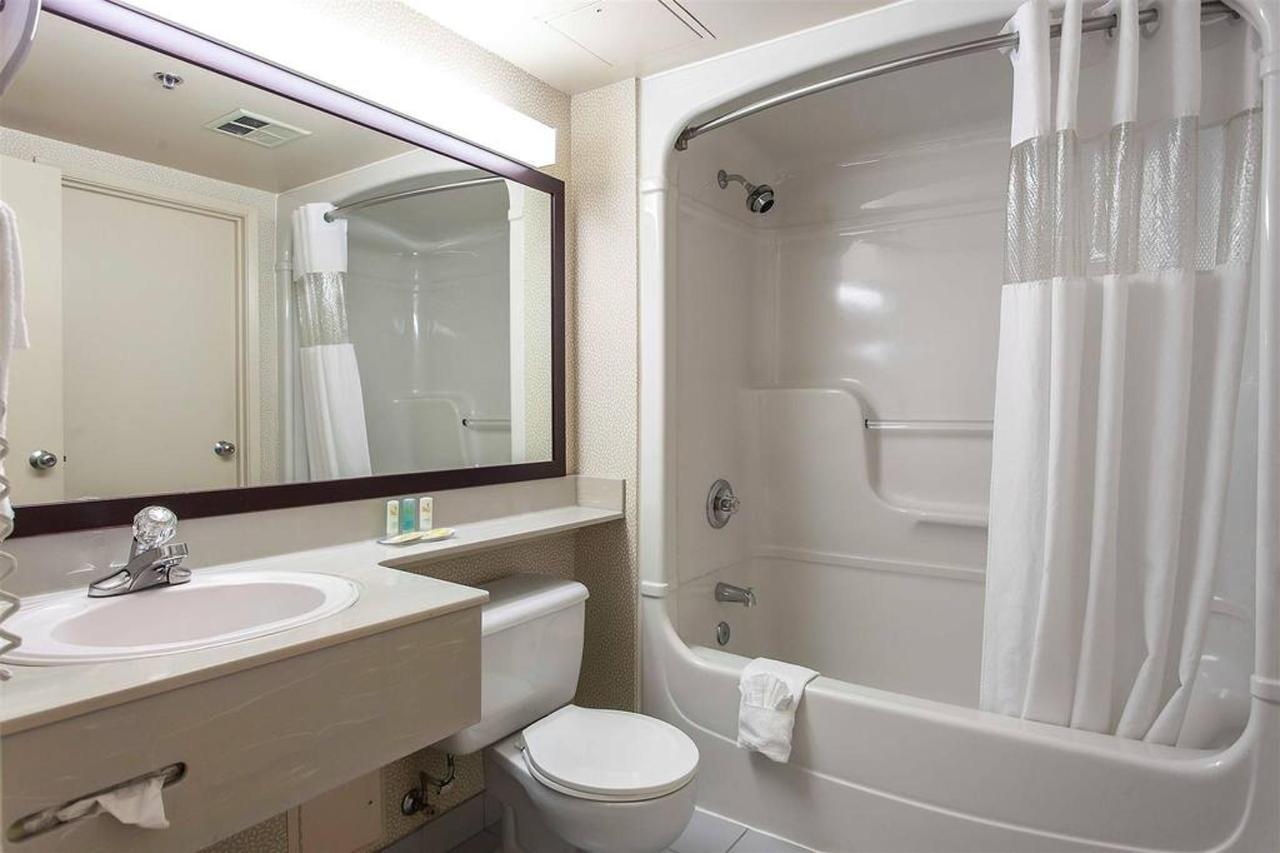 bathroom-4.jpg.1024x0.jpg