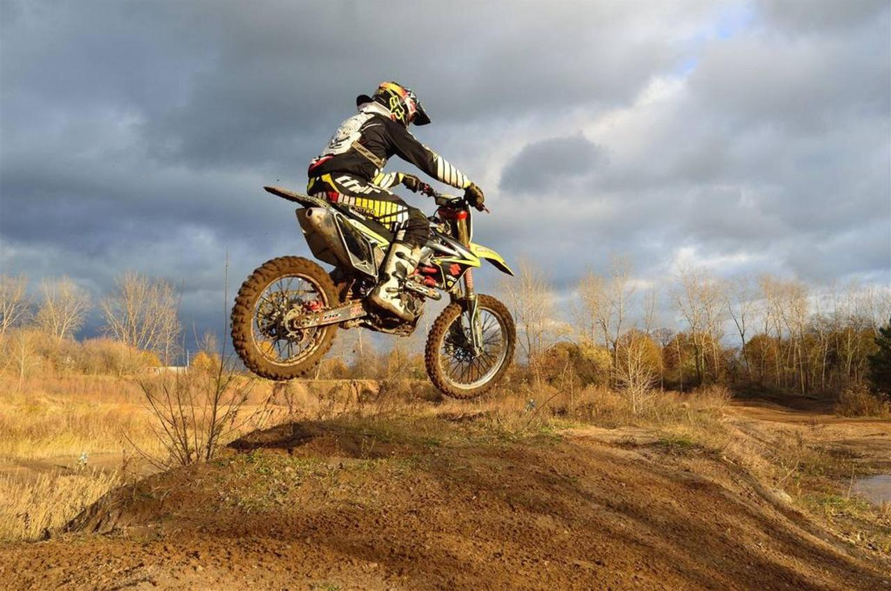 dirt-bike-motorcycle-jump-autumn-63613.jpg.1024x0.jpg