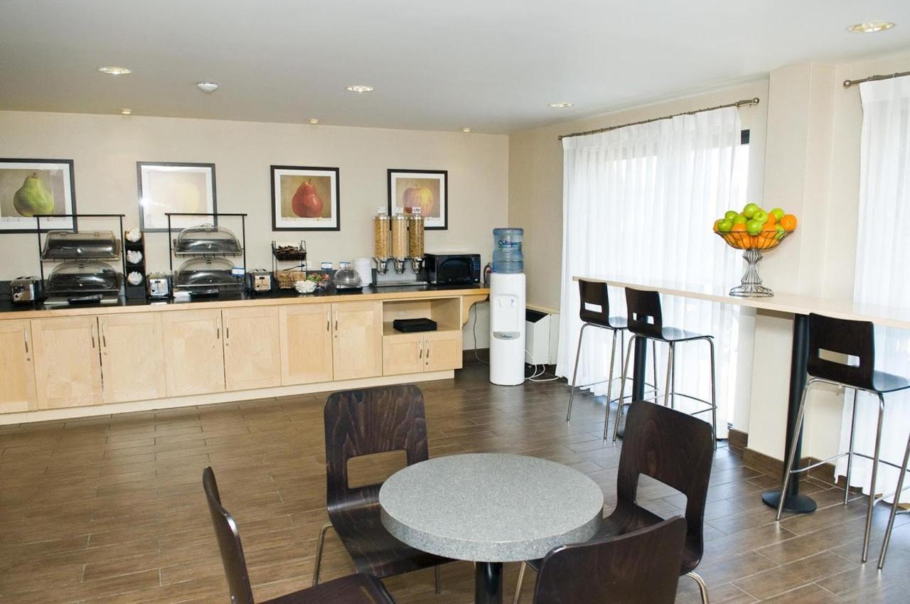 comfort-inn-hwy-401-kingston-7.jpg
