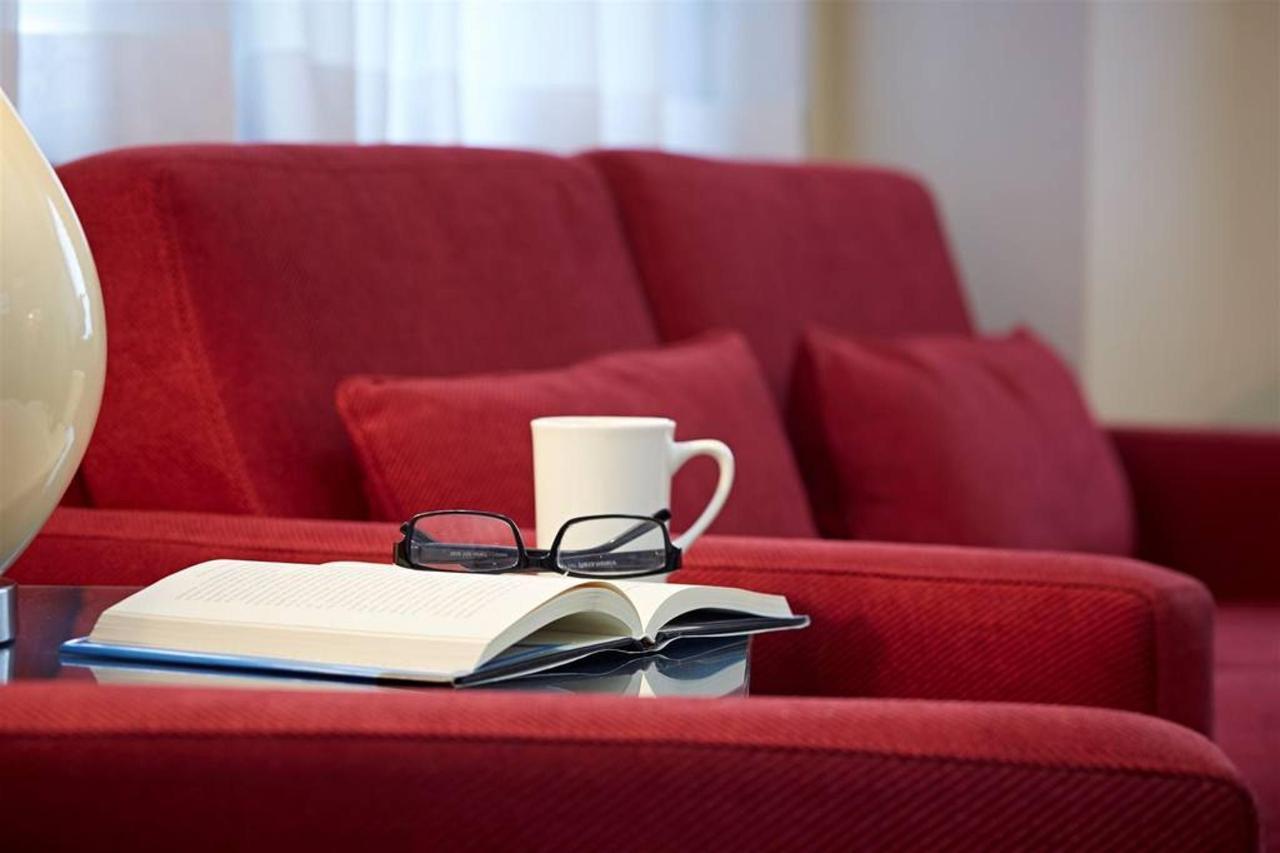relax-in-the-lobby.jpg.1024x0 (1).jpg