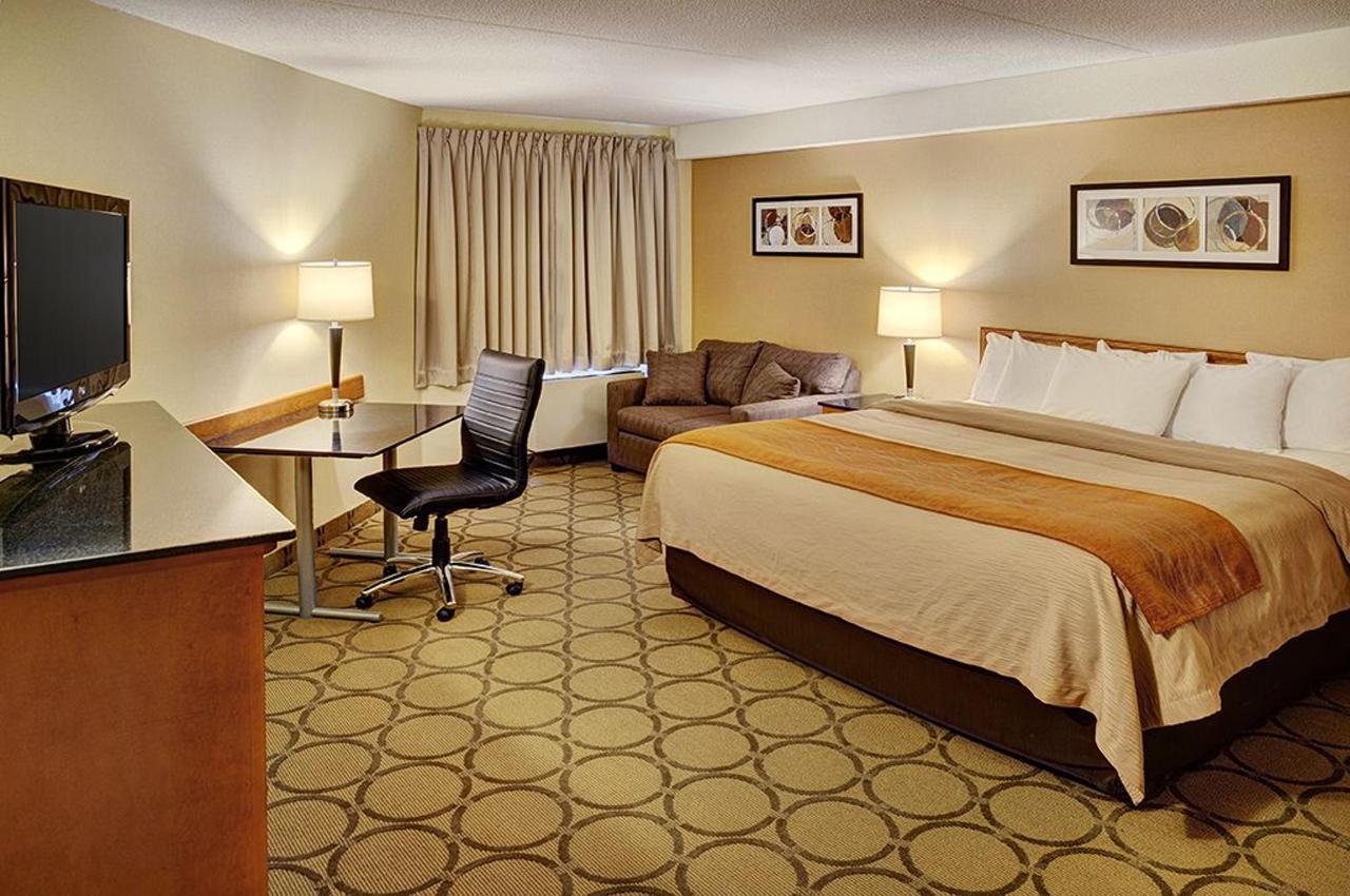 King Bed, Upper Floor.jpg