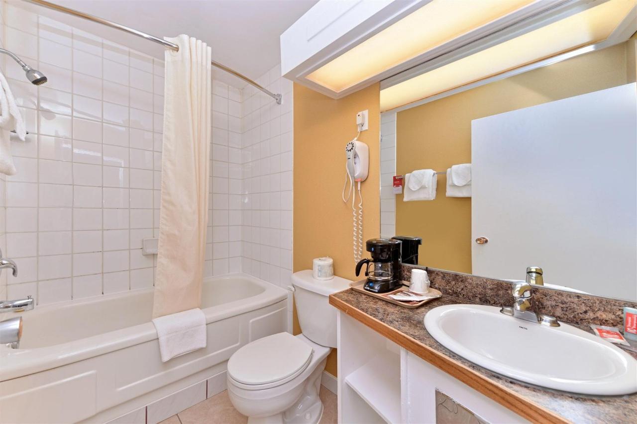 king-bathroom.jpg