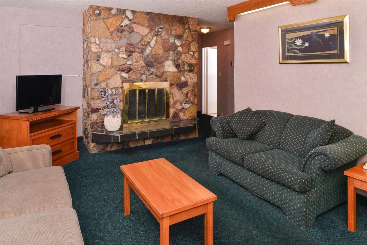 2-bedroom-suite-2.jpg