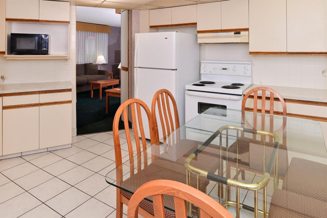 suite-kitchen.jpg