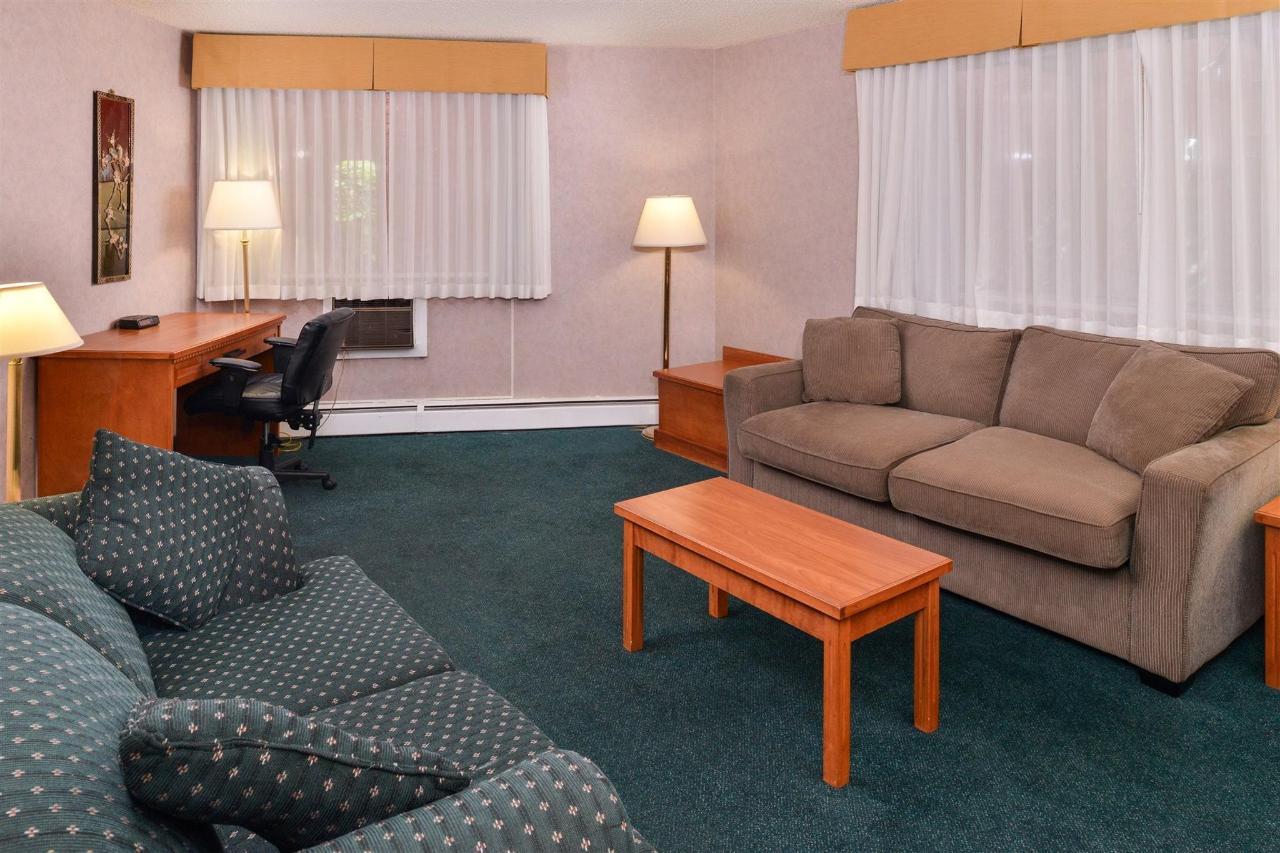 suite-living-room.jpg