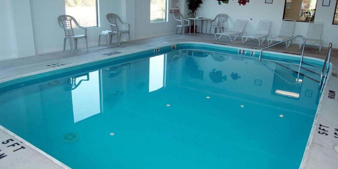 pool-comfort-inn.jpg