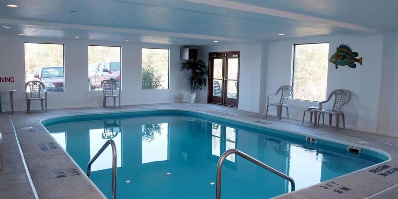 pool-comfort-inn-usa.jpg