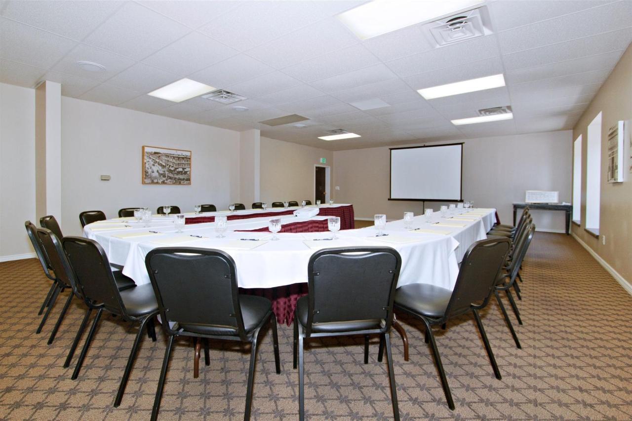 ut162-conferenceroom-041.JPG