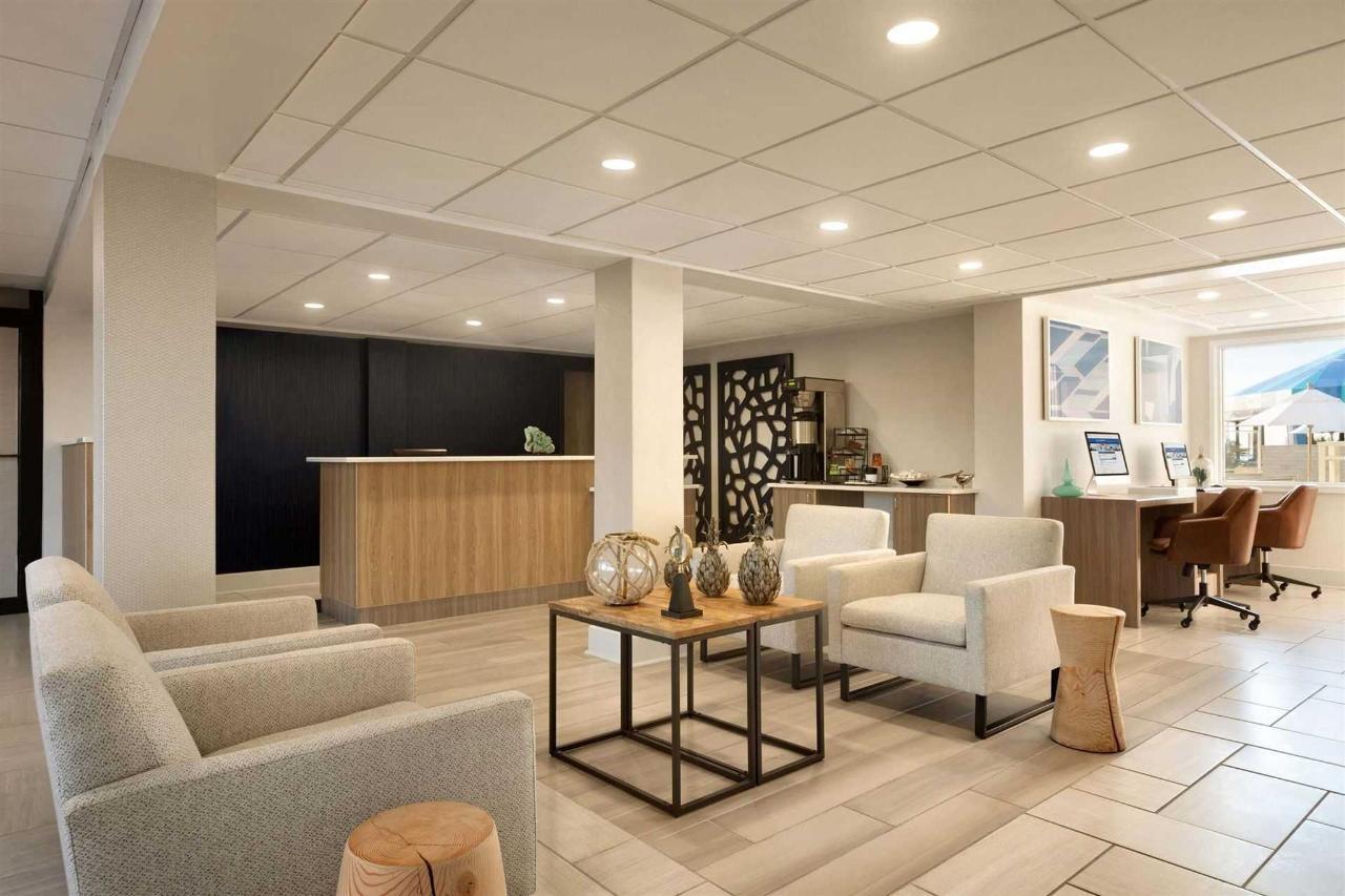 surfbreak-oceanfront-hotel-front-desk-lobby-1148141.jpg.1920x0 (1) .jpg
