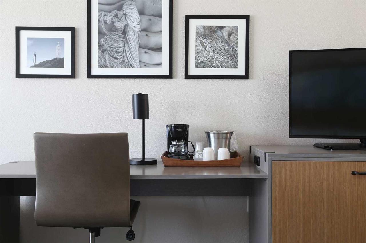 SB-desk.jpg.1920x0.jpg