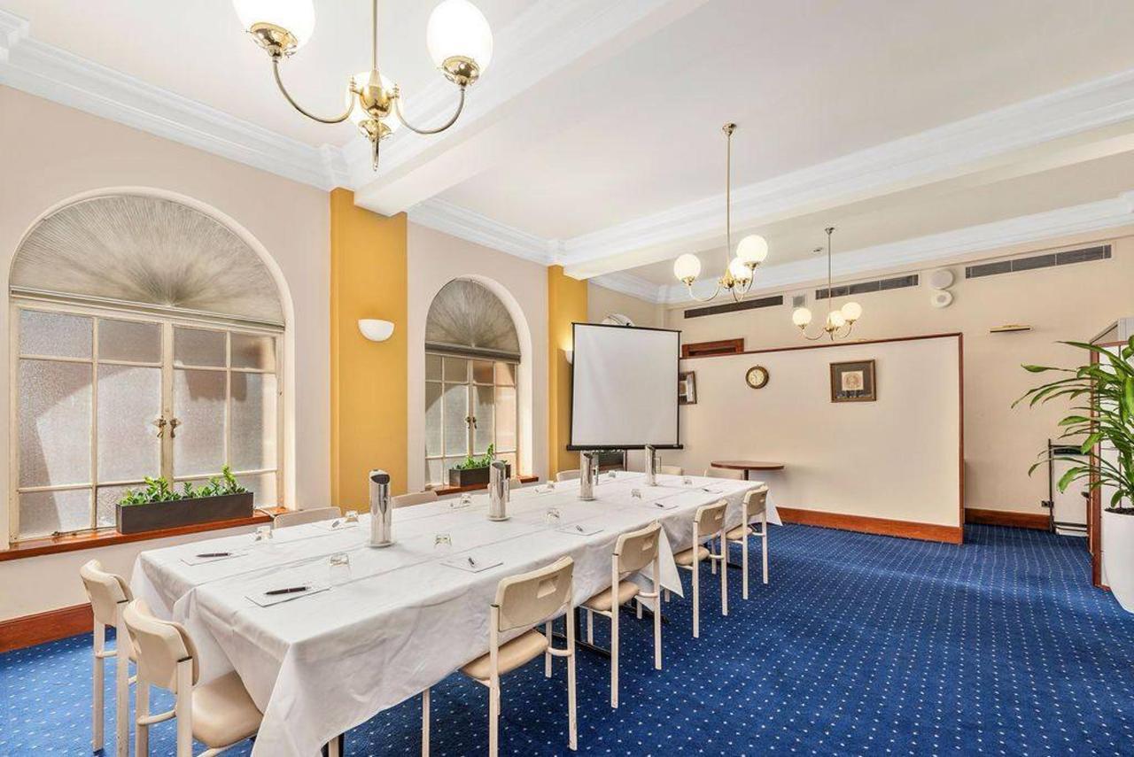 002_castlereagh-meeting-room_level-2_castlereagh-boutique-hotel_sydney-cbd-meeting-room.jpg.1024x0.jpg