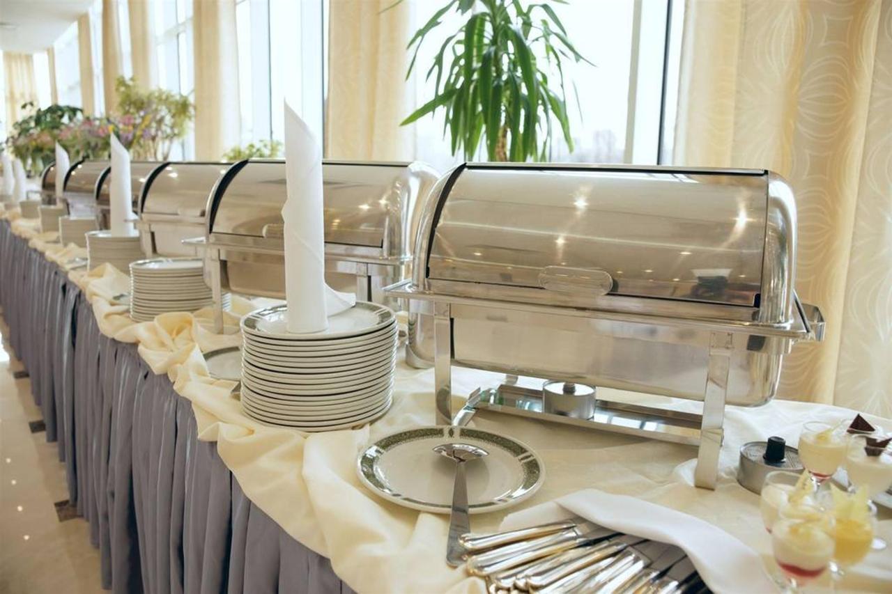 bigstock-buffet-table-with-dishware-wai-26842130.jpg.1024x0.jpg