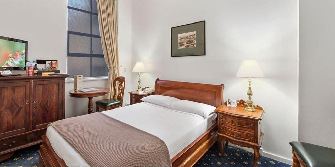 018_boutique-double-room_castlereagh-boutique-hotel-sydney-cbd-accommodation-1.jpg.1024x0.jpg