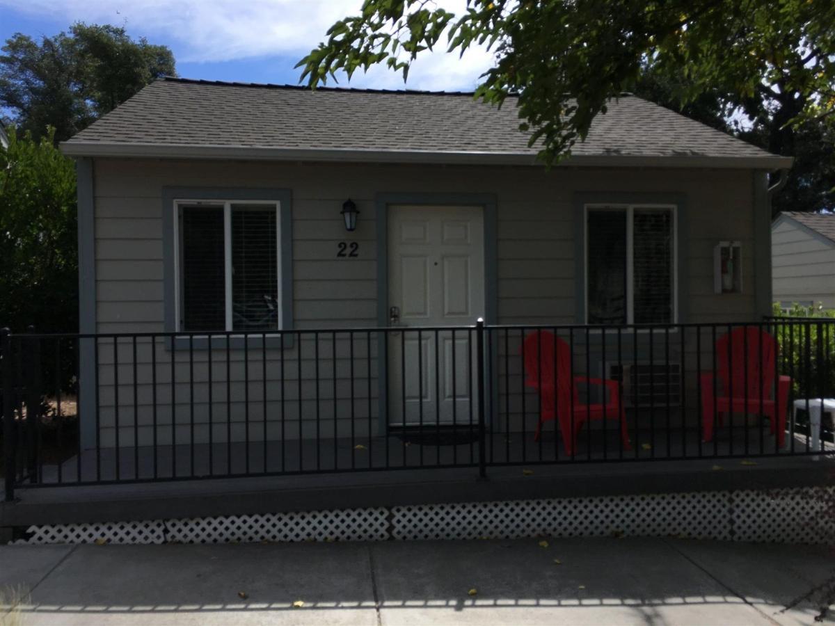 No. 22 - Double Queen Studio Cottage 3.JPG