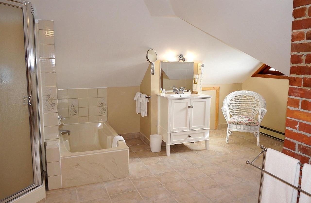 dorset-room-bathroom.JPG