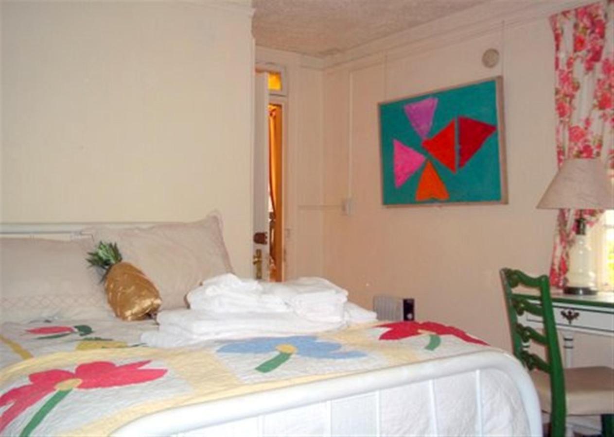 greenbrier-guest-room.jpg.1920x0.jpg