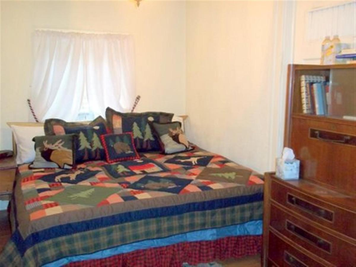 lodge-guest-room.jpg.1920x0.jpg