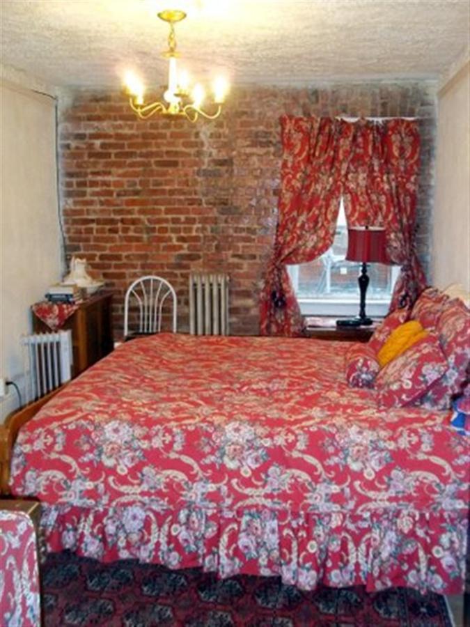 ralph-lauren-marseille-guest-room.jpg.1920x0.jpg