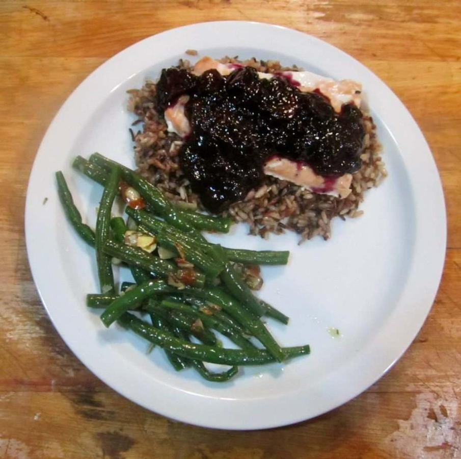 dinner-in-the-dining-car-salmon-with-blueberry-lime-sauce-over-wild-rice.jpg.1080x0.jpg