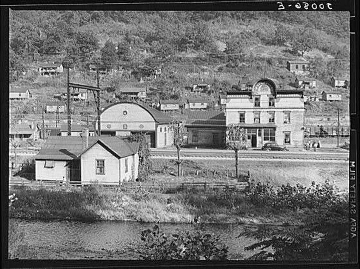 welch-1938a-wolcottmarionpost.jpg.1080x0.jpg