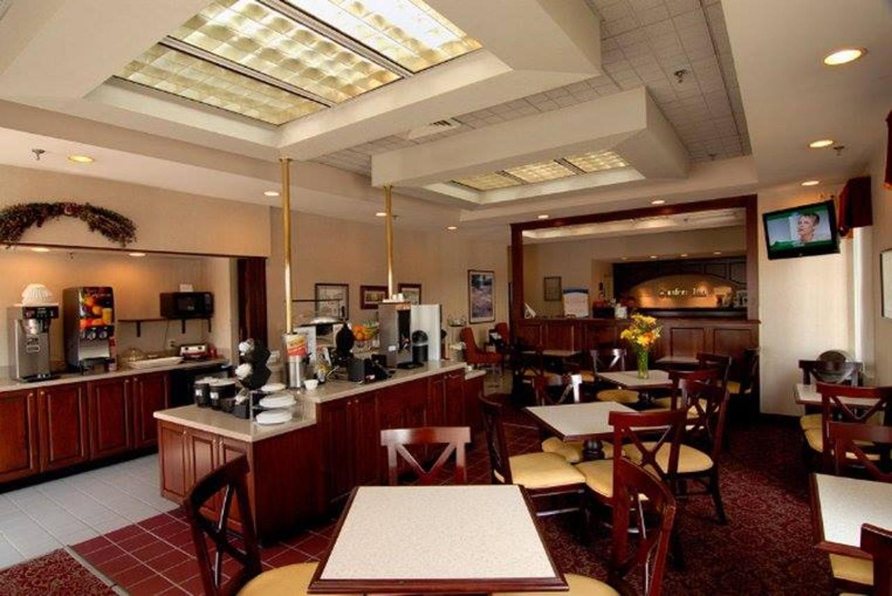 breakfast Room angle.jpg