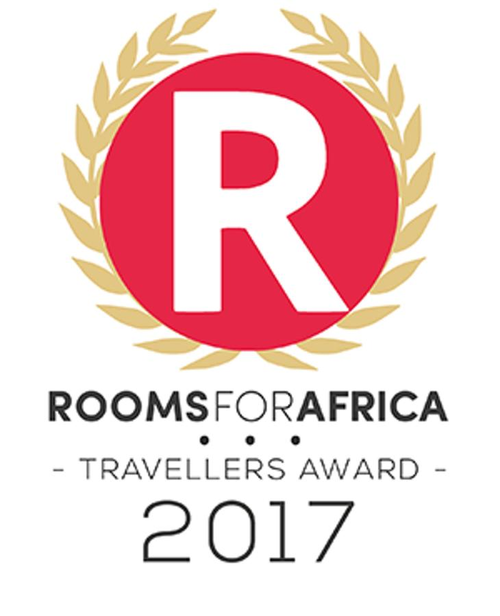 roomsforafrica-traveller-award2017.png