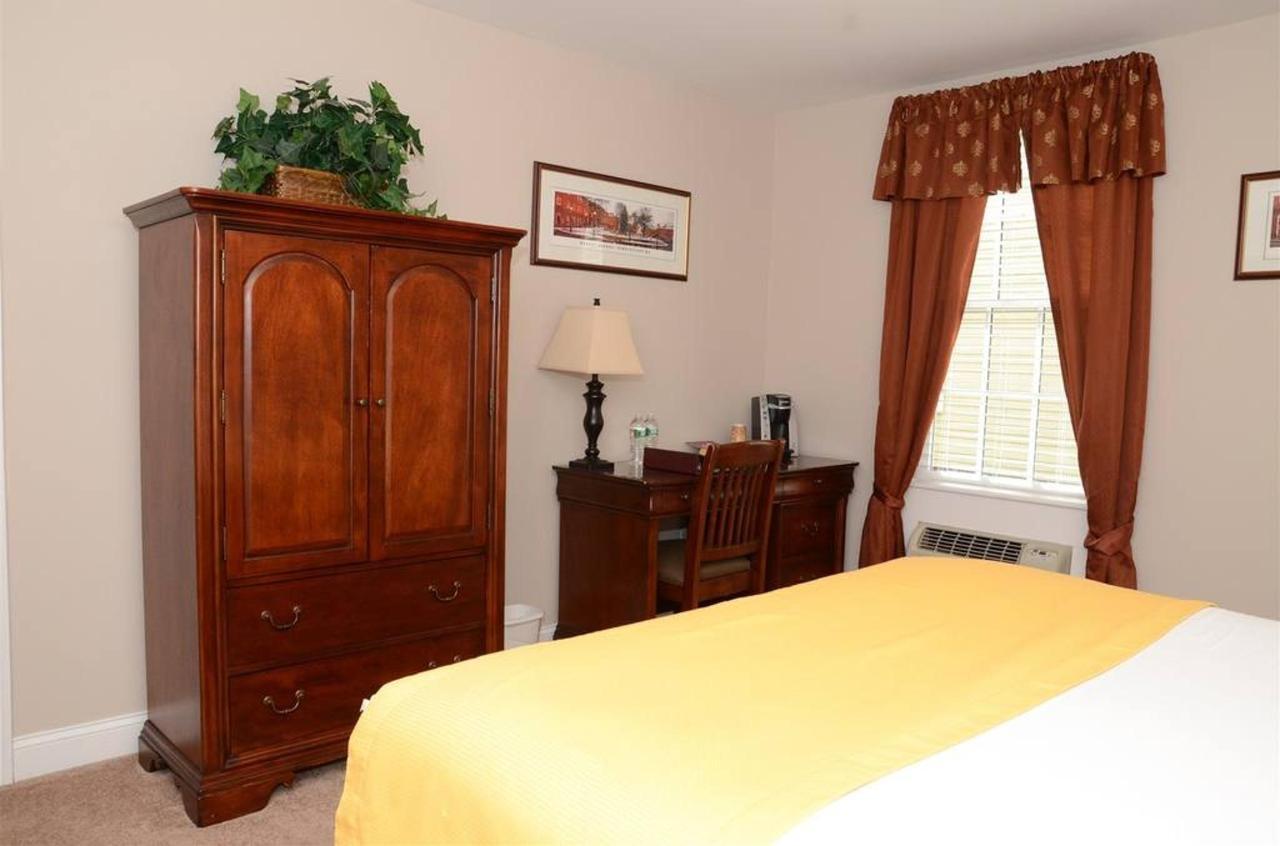 standard-room-1.jpg.1024x0.jpg