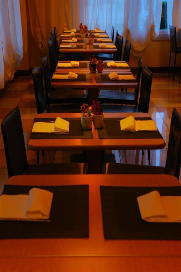 salle de petit déjeuner 1 (Grand) .JPG