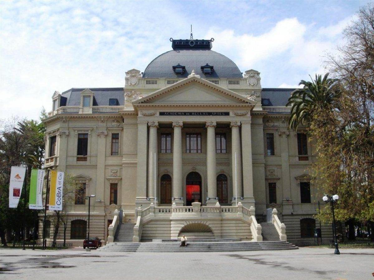 MAC Museo de Arte Contemporáneo .jpg