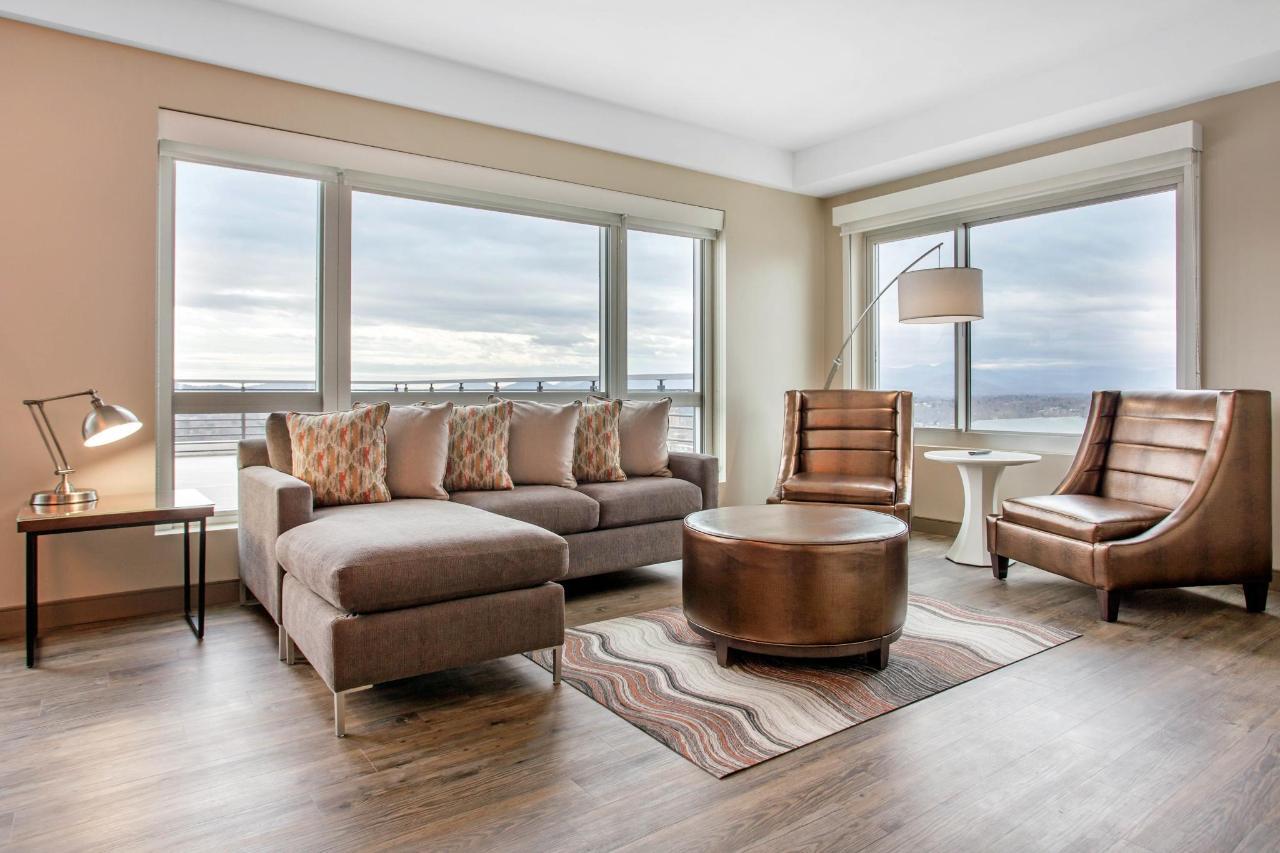 813 Living Room.jpg
